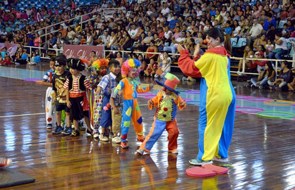 Fiesta de los 1.200 niños, adolescentes y mayores en el cierre de las colonias de vacaciones