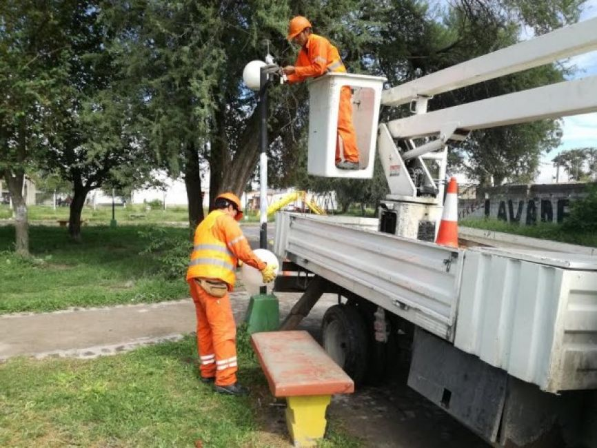 Excelente: recuperación de luminarias en espacios verdes y plazas