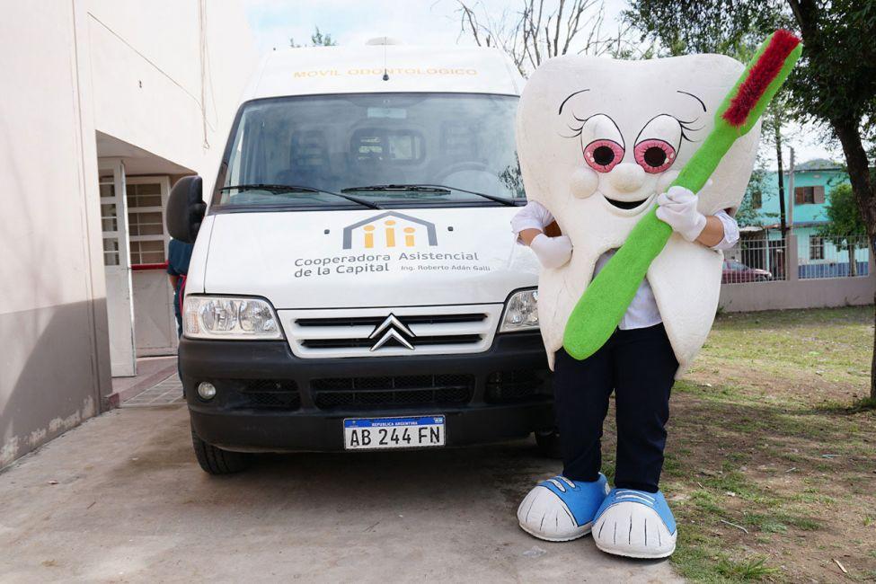 El Móvil Odontológico visitó 77 escuelas en 2017 y atendió a miles de niños