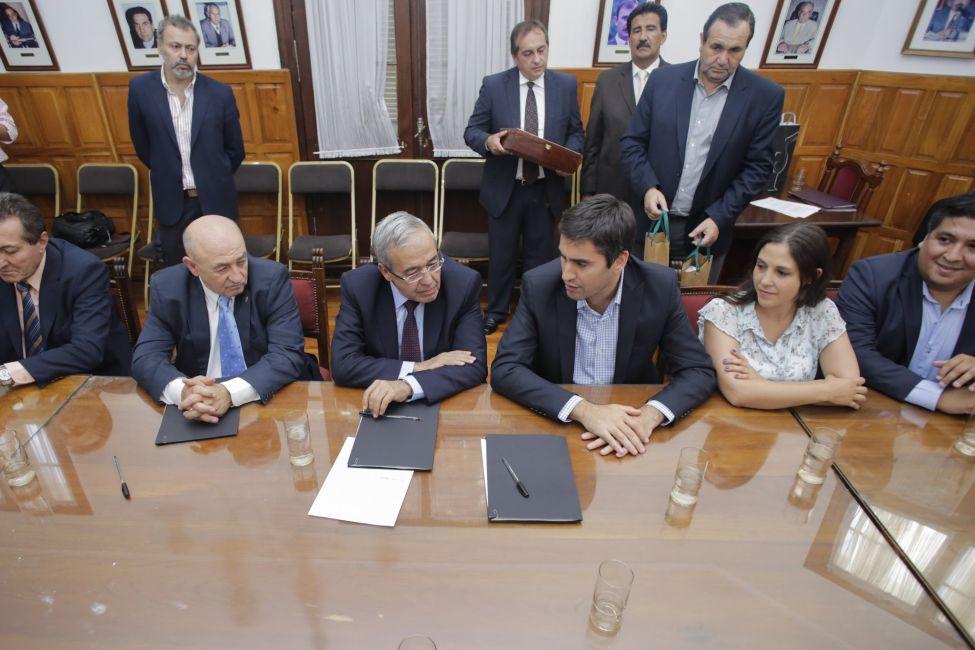 Convenio de Colaboración entre las Cámaras de Diputados de Bs As y Salta