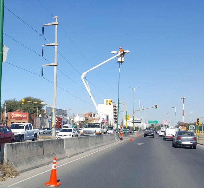 Avanza la instalación de LED en varias avenidas de la ciudad