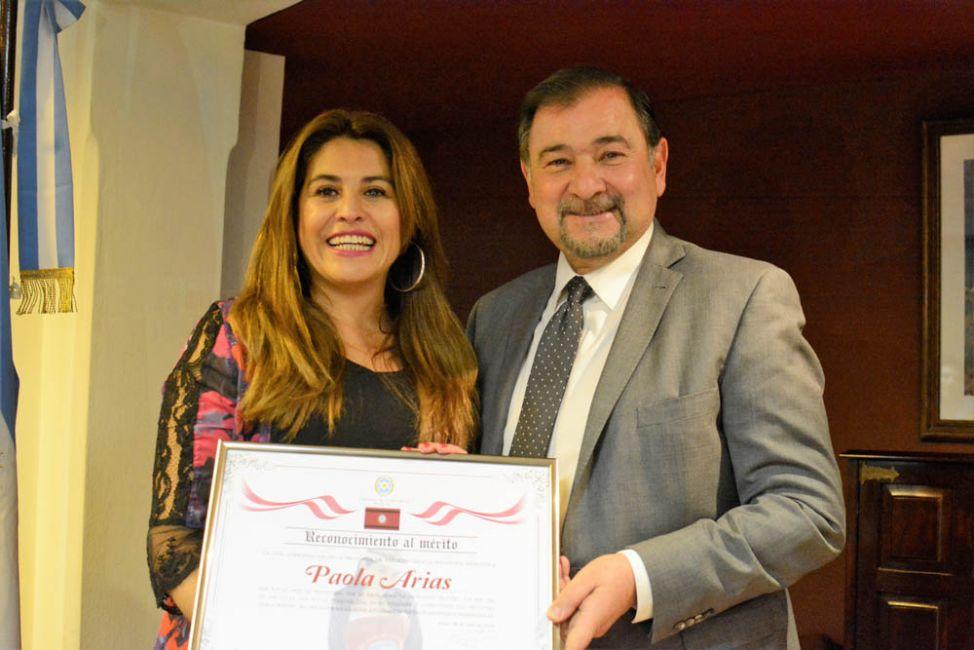 Isa distinguió a Paola Arias por sus 20 años de trayectoria