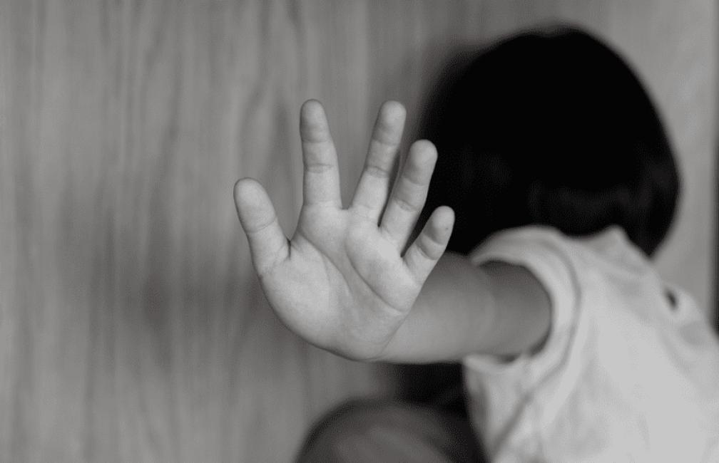 Denunció a su padrastro tras años de abusos sexuales
