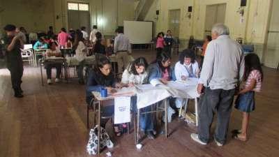 Continúa la afluencia de votantes a las urnas
