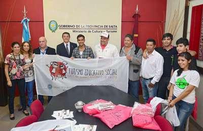"""Proponen a estudiantes el programa de turismo """"Salí de Gira, Quedate en Salta""""."""