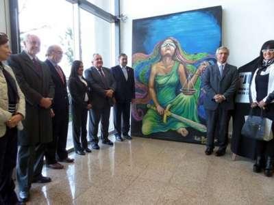 El cuadro donado, que fue realizado por el grupo La Boohemia, mide 3 por 1,80 metros.