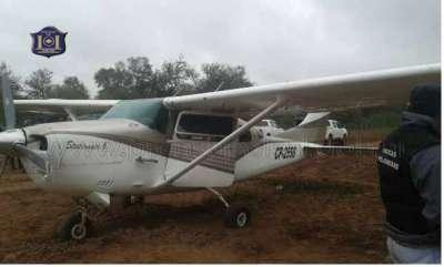 Continúan las pericias en la zona que aterrizó la avioneta.