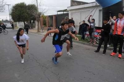 """Salteños y extranjeros compitieron en la maratón """"Golocha Cruz""""."""