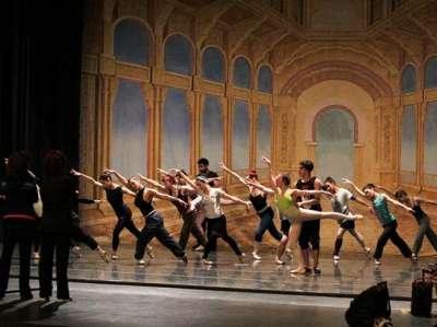 """El Ballet de la Provincia de Salta presenta: """"Suite del Lago de los Cisnes""""."""