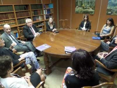 La Corte de Justicia con miembros del Observatorio de Violencia contra las mujeres.