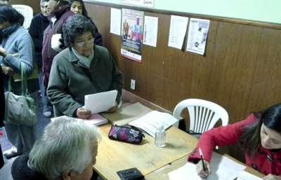 En los centros de jubilados continúa el operativo por la tarifa social del gas.