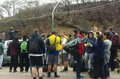 Retiraron 70 bolsas de residuos en el cerro San Bernardo