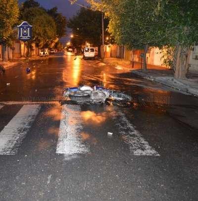 Dos motociclistas resultaron lesionados al ser chocados por una camioneta
