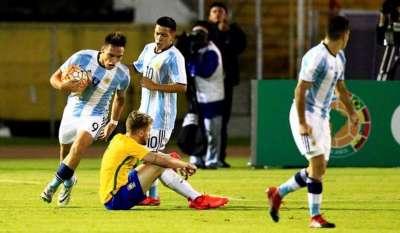 Argentina rescató un empate agónico y sigue con vida
