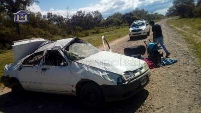 Tres personas lesionadas y un hombre fallecido fue lo que dejo el vuelco de vehículo
