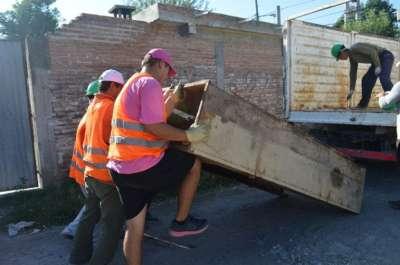 Retiraron 16 toneladas de chatarras de barrios de la zona oeste