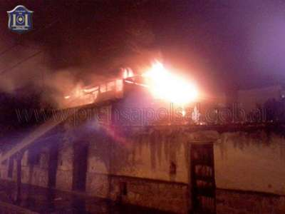 Bomberos de la policía sofocó un incendio de vivienda en zona céntrica