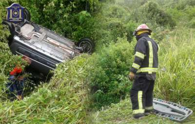 La policía rescató a las víctimas de un vuelco en Ruta Nacional 9