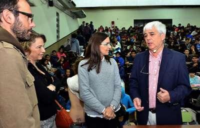 Más de 280 alumnos iniciaron el taller Física al alcance de Todos