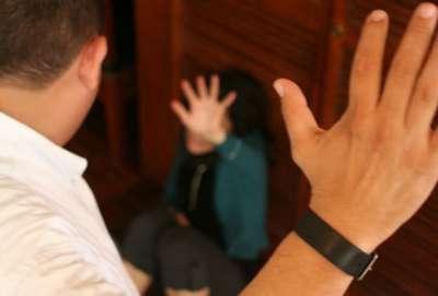 La Justicia imputó a un Policía por agredir a su pareja