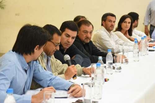 Urtubey en Oran: reunión de Gabinete y referentes del Departamento