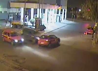 Otro vez la imprudencia: tremendo choque de un auto a un remis
