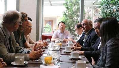 Bettina y autoridades chinas se reunieron para fortalecer vínculos