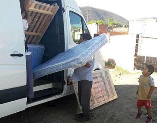 La Cooperadora brindó ayuda a una familia que perdió todo por la lluvia