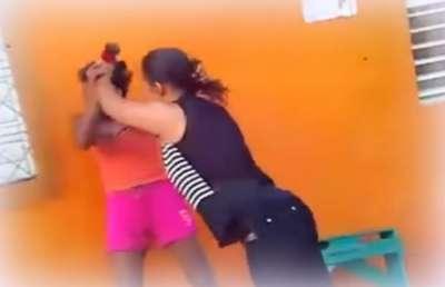 Mujer fue atacada y amenazada por su suegra y su cuñada