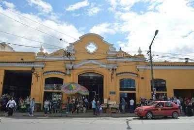 Asumen las nuevas autoridades del mercado municipal San Miguel