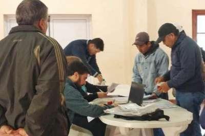 Provincia-Nación asesoran a trabajadores del San Isidro