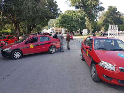Taxistas suspenden movilización