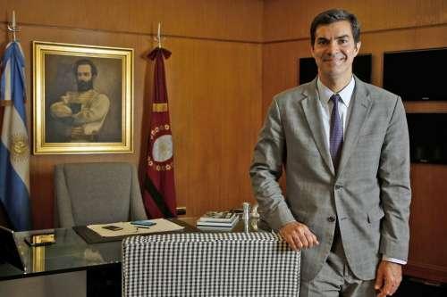 Objetivo: ganarle a Macri y a Cristina