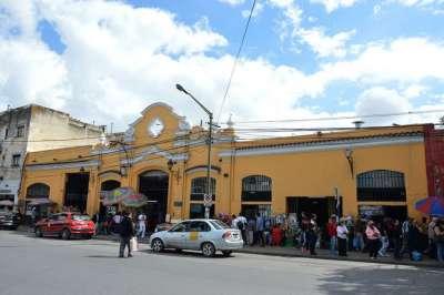 Se ejecutan trabajos de mejoras en el tradicional mercado San Miguel